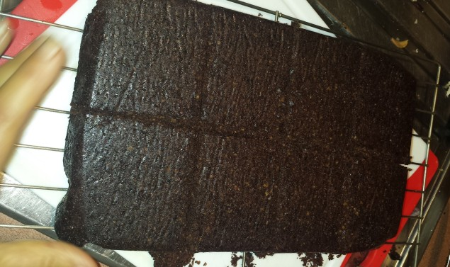 Brownie cut into 8 pieces for a large serving